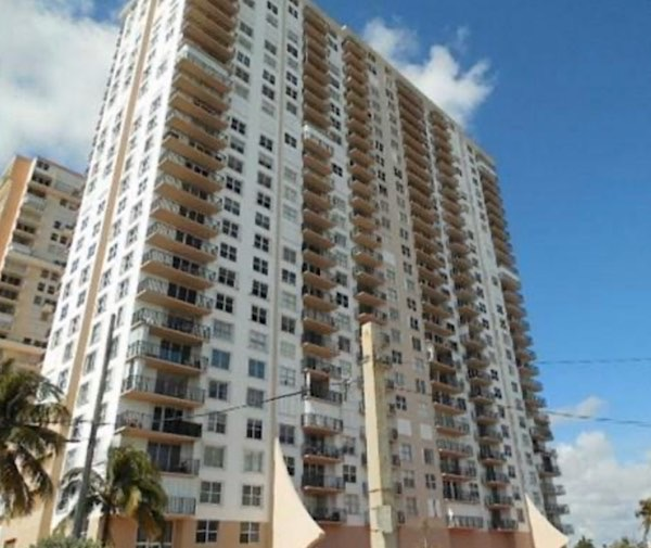 Pompano Beach Club North Condos For Sale in Pompano Beach