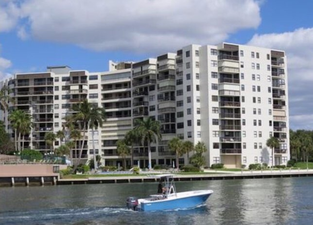 Voyager Condominium For Sale in Pompano Beach