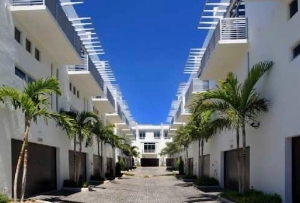 Palm Cove Townhomes For Sale in Pompano Beach