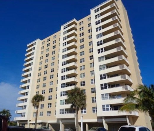 Hillsboro Light Towers Condos For Sale in Pompano Beach