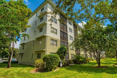 Cypress Bend Condos For Sale in Pompano Beach Condo Building