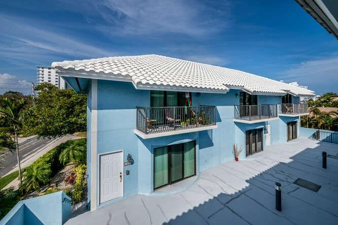 Banyon Tree Townhome For Sale in Pompano Beach